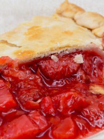 Leo's Favorite Strawberry Rhubard Pie