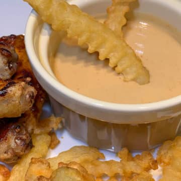 sriracha honey sauce with fries