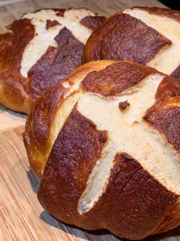 easy pretzel buns
