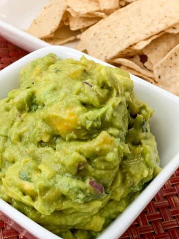 spicy sriracha guacamole