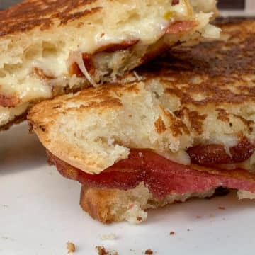 spicy bacon grilled cheese sandwich