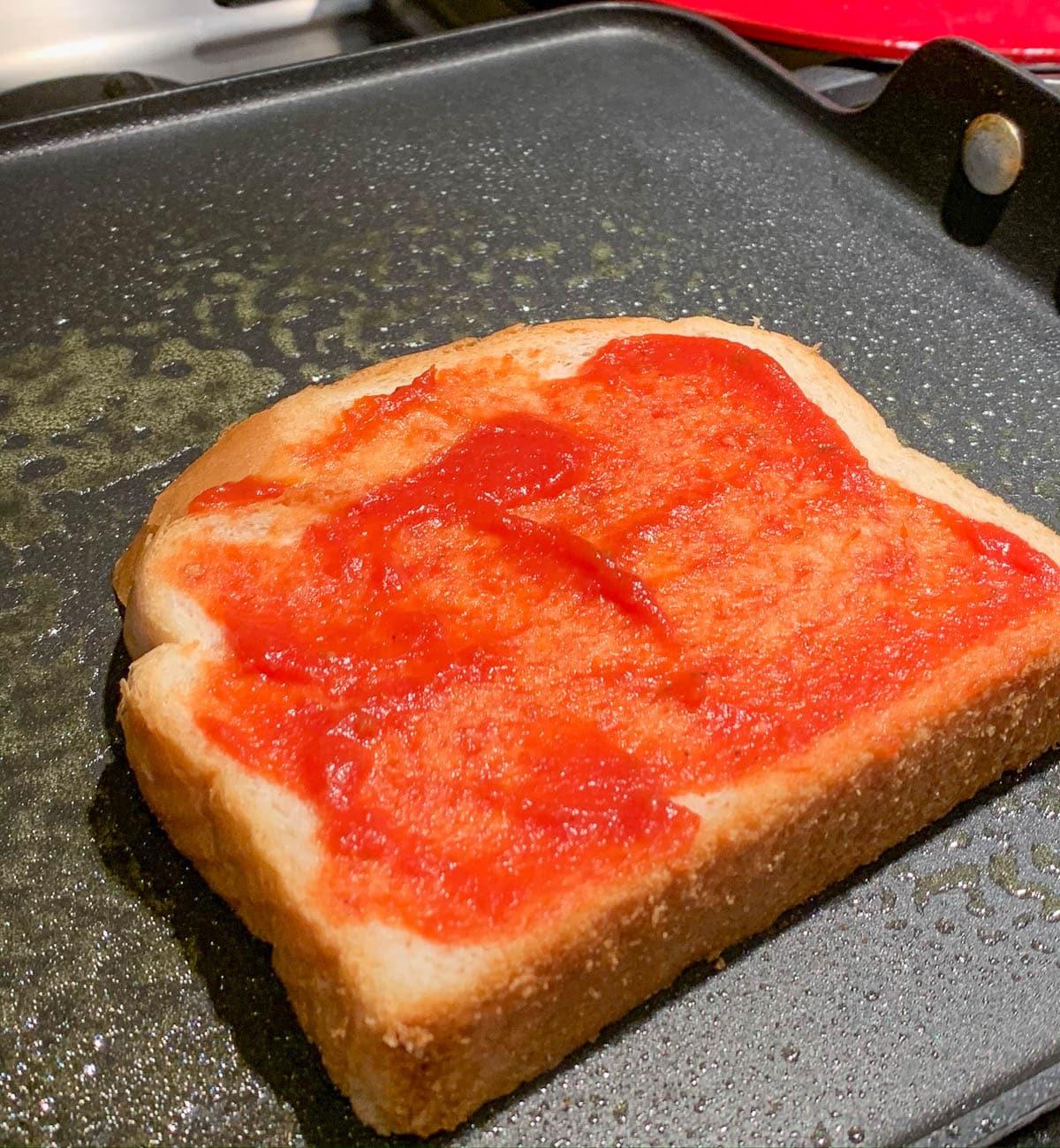 pizza sauce on bread slice