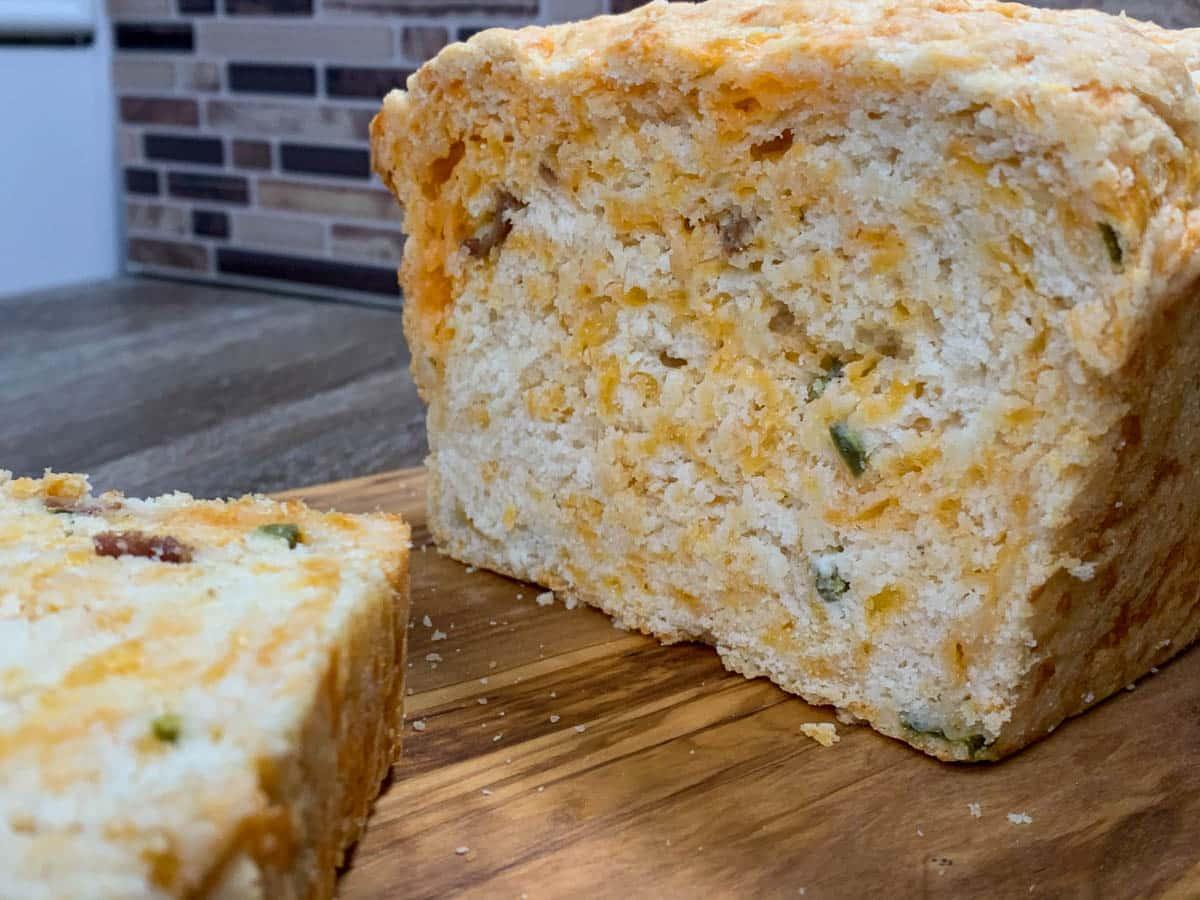 Bacon Jalapeño Popper Cheesy Bread