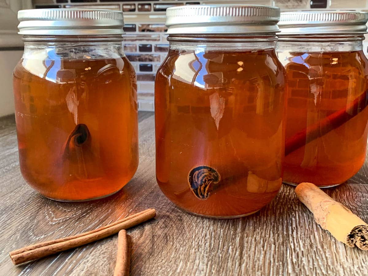 mason jars of apple pie moonshine