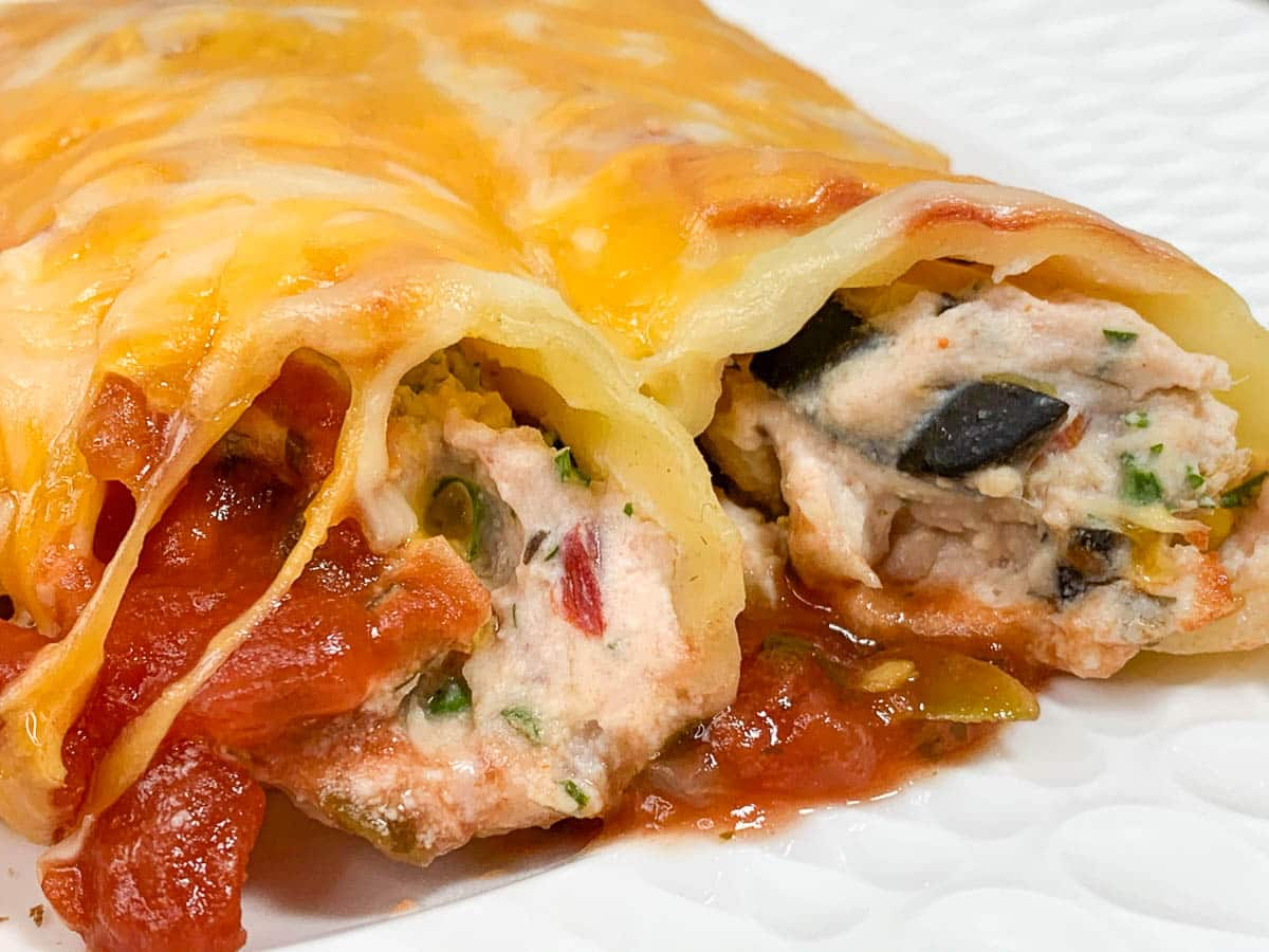 closeup of manicotti stuffed shells