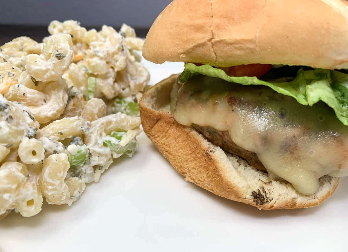 macaroni salad with chicken burger