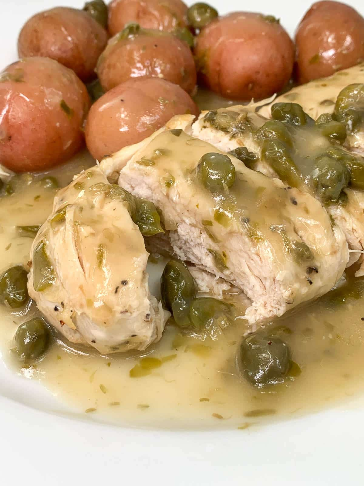 chicken piccata made in slow cooker with lemon sauce and capers