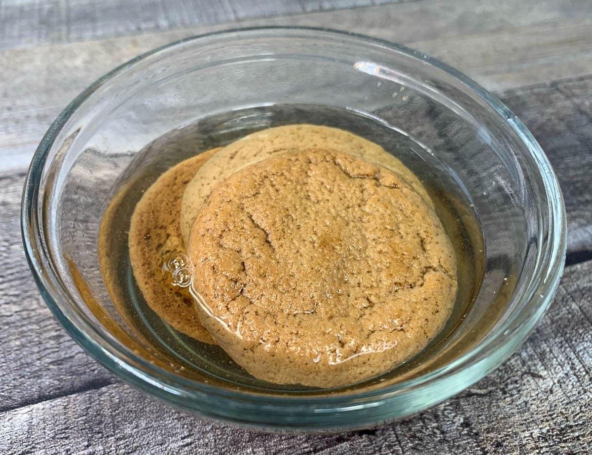 ginger snaps cookies in vinegar
